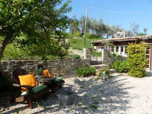 Het terras op onze mini camping in Italie.