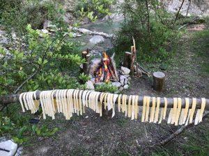 Outdoor pasta maken