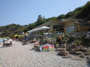 Restaurant aan de Adriatische zee waar onze huurtent staat