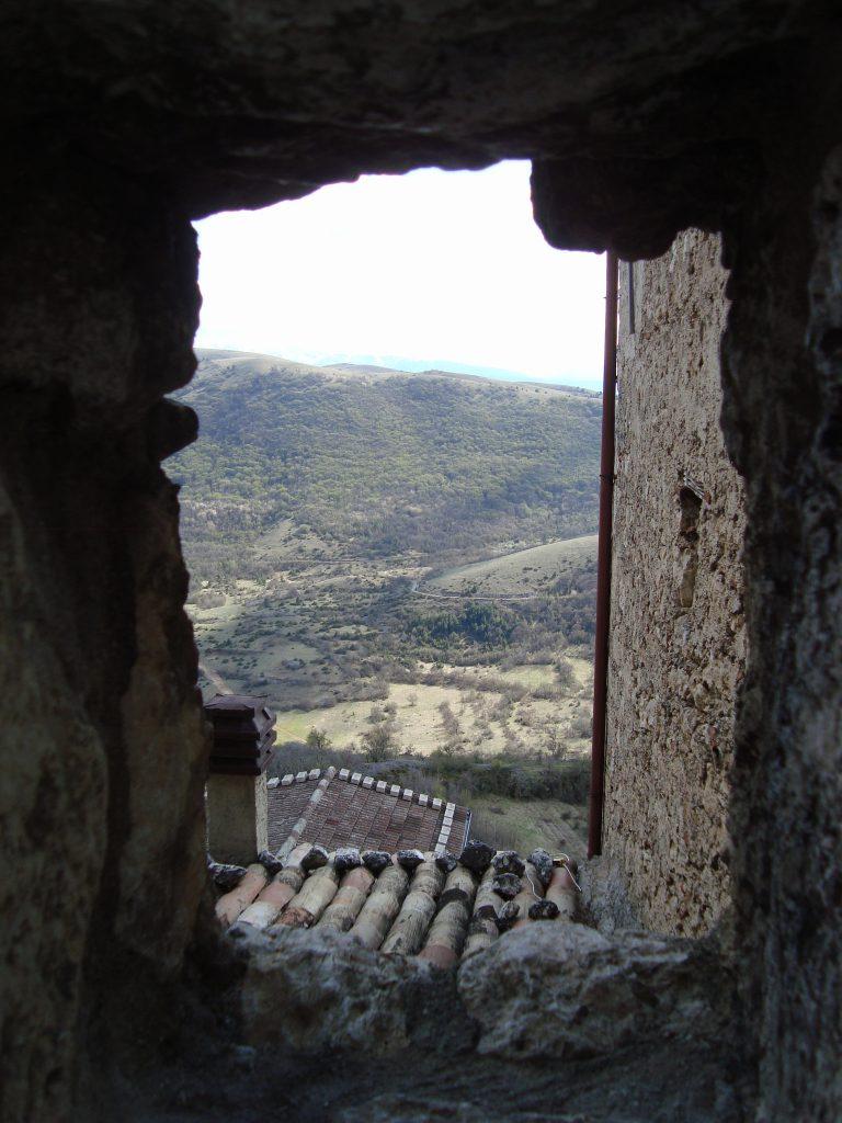 Uitzicht kasteel op Campo Imperatore