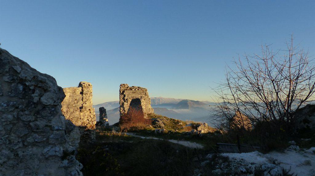 Rocca Calscio, Kasteel, Nationaal Park, Gran Sasso, Campo Imperatore