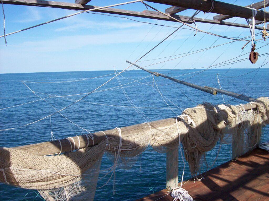 Trabocco op palen in Zee