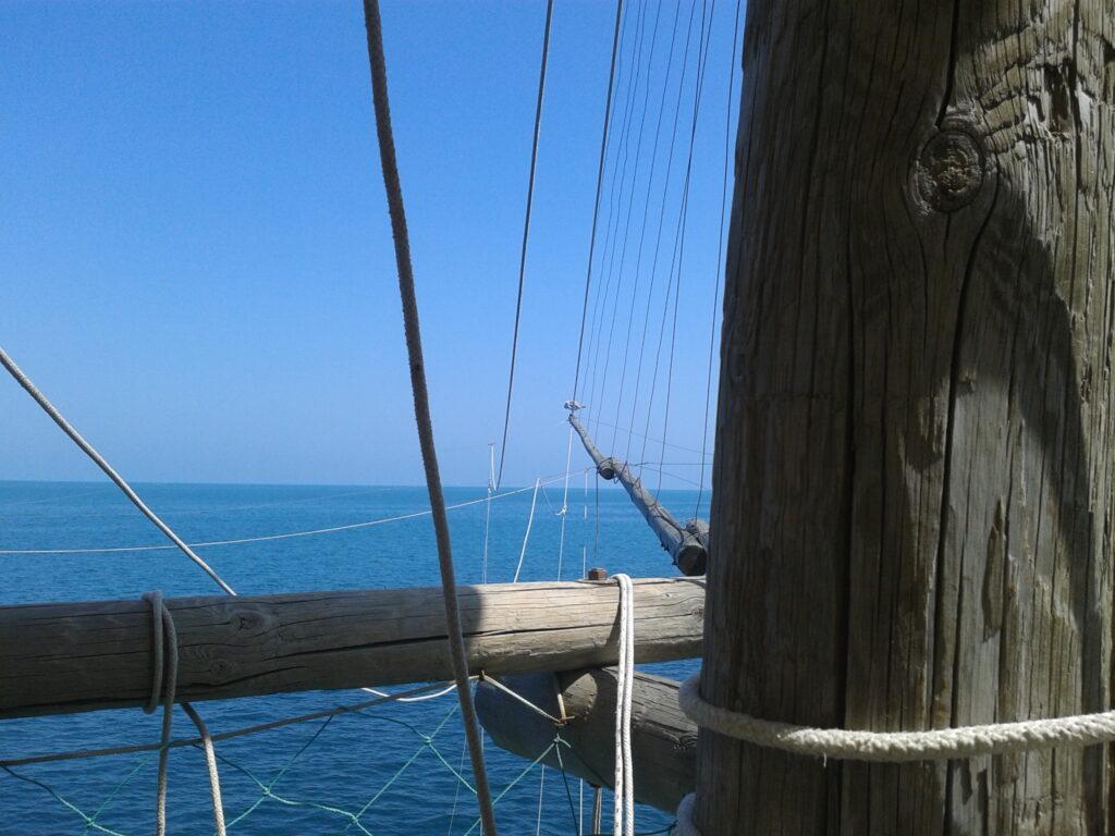 Vissershut op zee